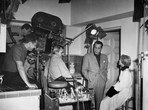 """In a Lonely Place""Humphrey Bogart, Gloria Grahame, Nicholas Ray (Dir), Burnett Guffey (Cinematographer)1950 Columbia** I.V. - Image 22178_0100"