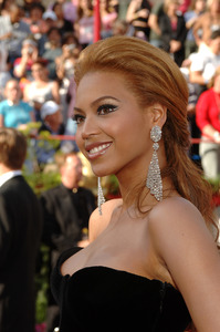 Academy Award performer Beyonce arrives at the 77th Annual Academy Awards at the Kodak Theatre in Hollywood, CA on Sunday, February 27, 2005.  HO/AMPAS - Image 22270_0001