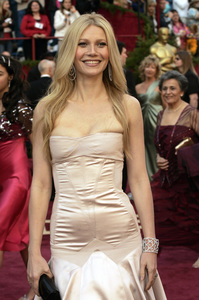 Academy Award-winner and presenter Gwyneth Paltrow arrives at the 77th Annual Academy Awards at the Kodak Theatre in Hollywood, CA on Sunday, February 27, 2005.  HO/AMPAS - Image 22270_0036