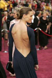 """Hilary Swank, Academy Award Best Actress nominee for her work in """"Million Dollar Baby,"""" arrives at the 77th Annual Academy Awards at the Kodak Theatre in Hollywood, CA on Sunday, February 27, 2005.  HO/AMPAS - Image 22270_0039"""
