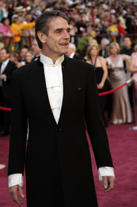 Academy Award presenter Jeremy Irons arrives at the 77th Annual Academy Awards at the Kodak Theatre in Hollywood, CA on Sunday, February 27, 2005.  HO/AMPAS - Image 22270_0044