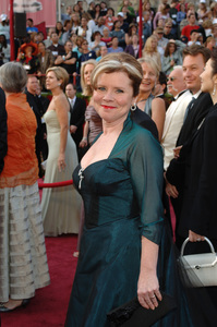 Academy Award Best Actress nominee Imelda Staunton arrives at the 77th Annual Academy Awards at the Kodak Theatre in Hollywood, CA on Sunday, February 27, 2005.  HO/AMPAS - Image 22270_0098