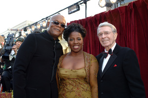 Academy Award presenter Samuel L. Jackson and his wife pose with Army Archerd before the 77th Annual Academy Awards at the Kodak Theatre in Hollywood, CA on Sunday, February 27, 2005.  HO/AMPAS - Image 22270_0119