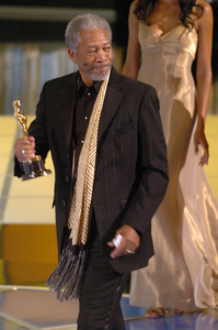 Morgan Freeman walks offstage after accepting the Academy Award for Best Supporting Actor during the 77th Annual Academy Awards at the Kodak Theatre in Hollywood, CA on Sunday, February 27, 2005.  HO/AMPAS - Image 22270_0172