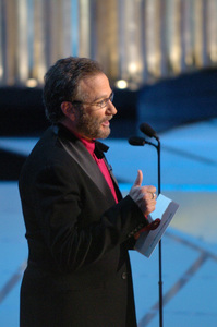 Academy Award winner Robin Williams presents the Academy Award for Best Animated Feature Film during the 77th Annual Academy Awards at the Kodak Theatre in Hollywood, CA on Sunday, February 27, 2005.  HO/AMPAS - Image 22270_0173