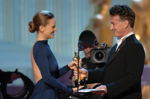 Hilary Swank accepts the Academy Award for Best Actress from Oscar winner Sean Penn during the 77th Annual Academy Awards at the Kodak Theatre in Hollywood, CA on Sunday, February 27, 2005.  HO/AMPAS - Image 22270_0204