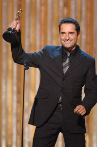 Jorge Drexler accepts the Academy Award for Best Original Song during the 77th Annual Academy Awards at the Kodak Theatre in Hollywood, CA on Sunday, February 27, 2005.  HO/AMPAS