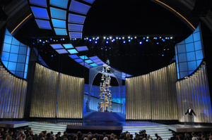 Chris Rock introduces a presenter during the 77th Annual Academy Awards at the Kodak Theatre in Hollywood, CA on Sunday, February 27, 2005.  HO/AMPAS - Image 22270_0226