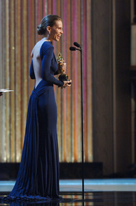 Hilary Swank accepts the Academy Award for Best Actress during the 77th Annual Academy Awards at the Kodak Theatre in Hollywood, CA on Sunday, February 27, 2005.  HO/AMPAS - Image 22270_0256