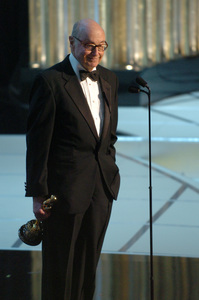 Roger Mayer accepts the Jean Hersholt Humanitarian Award during the 77th Annual Academy Awards at the Kodak Theatre in Hollywood, CA on Sunday, February 27, 2005.  HO/AMPAS - Image 22270_0272