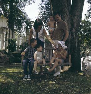 Robert Culp at home with his wife Nancy and their four children, Joseph, Joshua, Jason and Rachelcirca 1960s © 1978 Bernie Abramson - Image 2249_0011