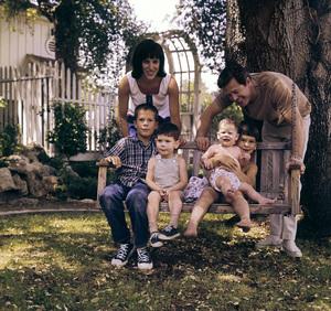 Robert Culp at home with wife Nancy and their children, Joseph, Joshua, Jason and Rachelcirca 1960s © 1978 Bernie Abramson - Image 2249_0018