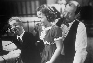 """Little Miss Broadway""Shirley Temple, Edward Ellis1938 20th Century Fox** J.C.C. - Image 22660_0001"