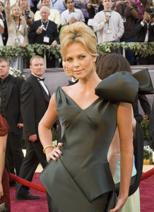 """""""The 78th Annual Academy Awards"""" (Arrivals)Charlize Theron03-05-2006 / Kodak Theatre / Hollywood, CA © 2006 AMPAS - Image 22701_0015"""