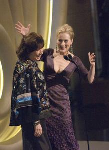 """The 78th Annual Academy Awards"" (Telecast)Lily Tomlin, Meryl Streep03-05-2006 / Kodak Theatre / Hollywood, CA © 2006 AMPAS - Image 22701_0089"