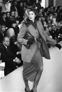 Cindy Crawford models Calvin Klein on the runway1992** I.V. - Image 22727_0093
