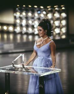 """The 42nd Annual Academy Awards""Elizabeth Taylor1970** I.V. - Image 22727_1019"