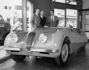 Cars 1950 Jaguar XK 120 Ray Milland, William Lyons and Charles Hornburg ** H.C. - Image 22813_0011