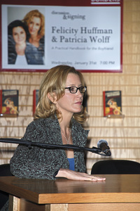 """Felicity Huffman at the book signing of """"A Practical Handbook for the Boyfriend""""01-31-2007 / Borders / Westwood, CA / Photo by Andrew Howick - Image 22917_0010"""
