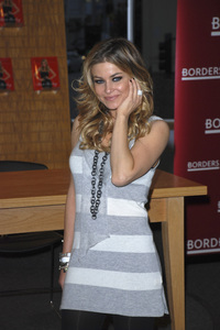 """Carmen Electra at the book signing of """"How to Be Sexy"""" 05-08-2007 / Borders / Westwood, CA / Photo by Andrew Howick - Image 23071_0005"""