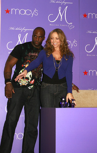 """M by Mariah Carey"" Fragrance Launch (Appearance) Mariah Carey 11-20-2007 / Macys at Glendale Galleria / Glendale, CA / Photo by Max Rodeo - Image 23279_0009"