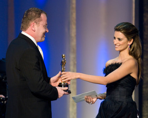 """""""Academy Awards - 80th Annual"""" (Telecast)Stefan Ruzowitzky, Penelope Cruz2-24-08Photo by Michael Yada © 2008 A.M.P.A.S. - Image 23359_0166"""