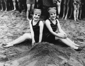 Violet and Daisy Hilton on the beachcirca 1930s** I.V. - Image 23543_0006