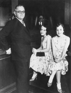 Violet and Daisy Hilton with Martin Arnold during their trial 1931** I.V. - Image 23543_0017