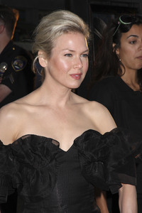 """Appaloosa"" PremiereRenee Zellweger 9-17-08 / The Academy Theatre / Beverly Hills, CA / New Line Cinema / Photo by Max Rodeo - Image 23611_0008"