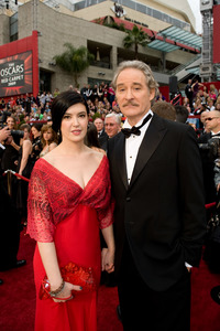 """""""The 81st Annual Academy Awards"""" (Arrivals)Phoebe Cates, Kevin Kline02-22-2009Photo by Richard Harbaugh © 2009 A.M.P.A.S. - Image 23704_0055"""