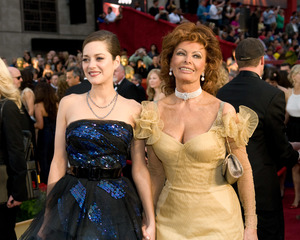 """""""The 81st Annual Academy Awards"""" (Arrivals)Marion Cotillard, Sophia Loren02-22-2009Photo by Jon Didier © 2009 A.M.P.A.S. - Image 23704_0202"""