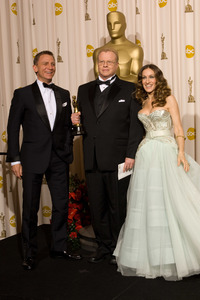 """""""The 81st Annual Academy Awards"""" (Press Room)Greg Cannom, Daniel Craig, Sarah Jessica Parker02-22-2009Photo by Bryan Crowe © 2009 A.M.P.A.S. - Image 23704_0296"""