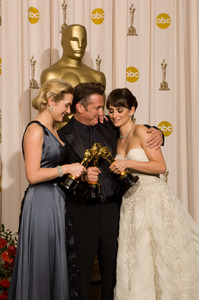 """""""The 81st Annual Academy Awards"""" (Press Room)Kate Winslet, Sean Penn, Penelope Cruz02-22-2009Photo by Bryan Crowe © 2009 A.M.P.A.S. - Image 23704_0323"""