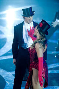 """""""The 81st Annual Academy Awards"""" (Telecast)Hugh Jackman, Beyonce Knowles02-22-2009Photo by Darren Decker © 2009 A.M.P.A.S. - Image 23704_0468"""
