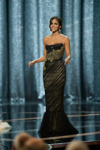 """""""The 81st Annual Academy Awards"""" (Telecast)Halle Berry02-22-2009Photo by Michael Yada © 2009 A.M.P.A.S. - Image 23704_0586"""