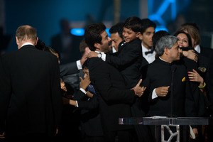 """""""The 81st Annual Academy Awards"""" (Telecast)Anil Kapoor and """"Slumdog Millionaire"""" cast02-22-2009Photo by Michael Yada © 2009 A.M.P.A.S. - Image 23704_0610"""
