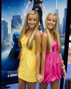 """Monsters vs. Aliens"" (Premiere)Camilla Rosso, Rebecca Rosso03-22-2009 / Gibson Amphitheatre / Universal City, CA / DreamWorks / Photo by Benny Haddad - Image 23707_0069"