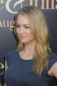 """Julie & Julia"" Premiere Yvonne Strahovski7-27-2009 / Mann Village Theater / Westwood, CA / Sony Pictures / Photo by Heather Holt - Image 23754_0150"