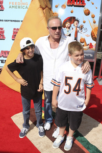 """Cloudy with a Chance of Meatballs"" Premiere James Caan and family9-12-2009 / Mann Village Theater / Westwood, CA / Columbia Pictures / Photo by Joelle Leder - Image 23792_0062"