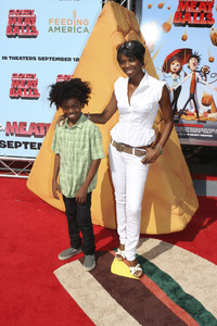"""""""Cloudy with a Chance of Meatballs"""" Premiere Vanessa A. Williams and son9-12-2009 / Mann Village Theater / Westwood, CA / Columbia Pictures / Photo by Joelle Leder - Image 23792_0095"""