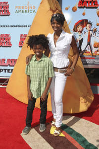 """""""Cloudy with a Chance of Meatballs"""" Premiere Vanessa A. Williams and son9-12-2009 / Mann Village Theater / Westwood, CA / Columbia Pictures / Photo by Joelle Leder - Image 23792_0097"""