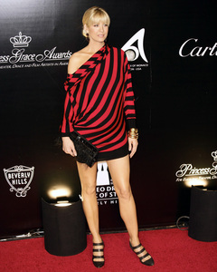 Rodeo Drive Walk of Style AwardJenna Elfman10-22-2009 / Rodeo Drive / Beverly Hills, CA / Photo by Benny Haddad - Image 23800_0074