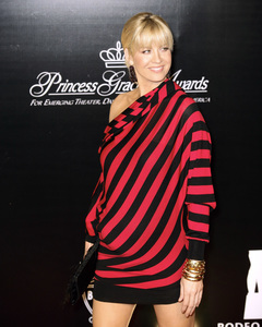 Rodeo Drive Walk of Style AwardJenna Elfman10-22-2009 / Rodeo Drive / Beverly Hills, CA / Photo by Benny Haddad - Image 23800_0075