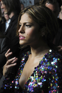 """The Road"" PremiereEva Mendes11-4-2009 / Grauman"