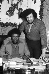 Norman Whitfield and Willie Hutch signing contract1979 © 1979 Bobby Holland - Image 23841_0008