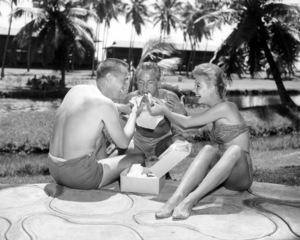 """Jack Bean, Rossano Brazzi and Mitzi Gaynor on location for """"South Pacific""""1958 20th Century-Fox** I.V / M.T. - Image 2386_0068"""