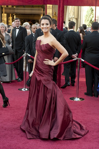 """""""The Academy Awards - 82nd Annual"""" (Arrivals)Penelope Cruz3-7-2010Photo by Matt Petit © 2010 A.M.P.A.S. - Image 23908_0259"""