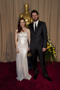 """The Academy Awards - 82nd Annual"" (Backstage)Julianne Moore, Bart Freundlich3-7-2010Photo by John Farrell © 2010 A.M.P.A.S. - Image 23908_0333"