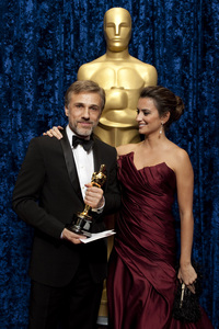"""""""The Academy Awards - 82nd Annual"""" (Backstage)Christoph Waltz, Penelope Cruz3-7-2010Photo by Darren Decker © 2010 A.M.P.A.S. - Image 23908_0345"""