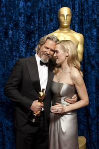 """The Academy Awards - 82nd Annual"" (Backstage)Jeff Bridges, Kate Winslet3-7-2010Photo by Todd Wawrychuk © 2010 A.M.P.A.S. - Image 23908_0355"